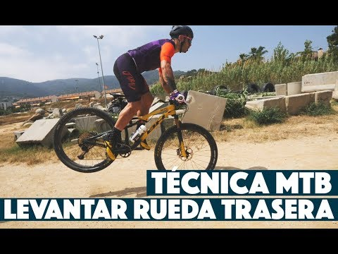 TÉCNICA MTB: CÓMO LEVANTAR RUEDA TRASERA | Valentí Sanjuan y Laura Celdrán