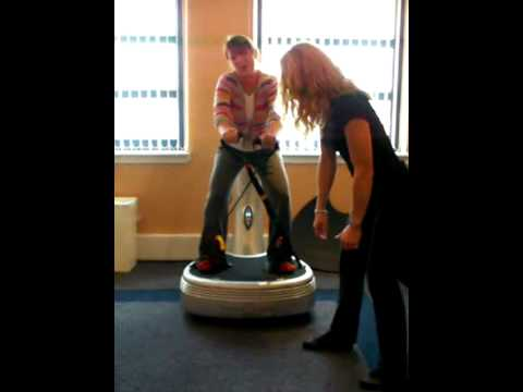 Beauty Express staff training: arm strengthening excercises on the PowerPlate® Pro5 AIRdaptive