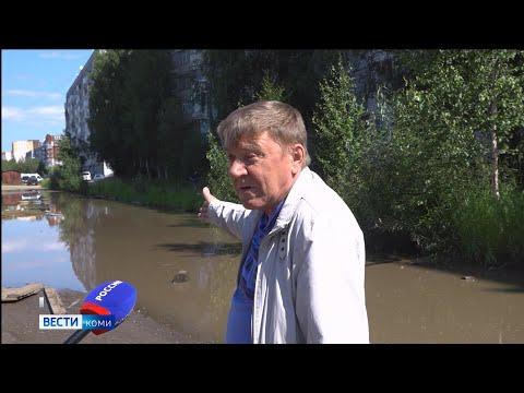 Власти Сыктывкара более 14 лет не могут убрать лужу возле многоэтажки по Октябрьскому проспекту