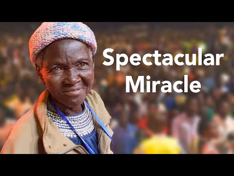 Spectacular Miracle: Blindness healed; Thousands come to Jesus;  Lira, Uganda Night 4