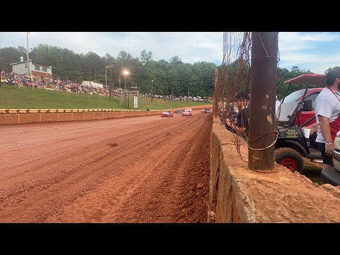 Hot laps at Winder Barrow speedway - dirt track racing video image