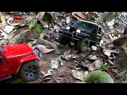 RC Trucks Captain America Wraith Axial Yeti Traxxas Summit RC4WD Hilux Boyer @ Woodcutters Trail - UCfrs2WW2Qb0bvlD2RmKKsyw