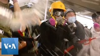 Protesters Set Up Barricade, Clash with Police at Hong Kong Subway Station
