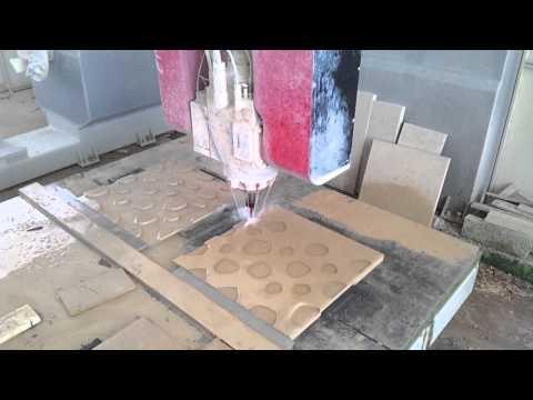 Produzione su macchinario cnc del pannello da rivestimento Stone dimensioni: 60x60x3m in beige Limestone presso PIMAR srl.