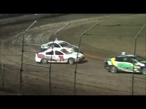 Production Sedans Feature Race at Castrol Edge Lismore Speedway. 19.01.19 - dirt track racing video image