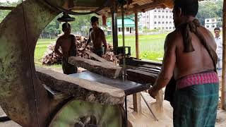 Water Wattle Wood Slice Cutting at Road Side Mill।Wet Wattle Wood Cutting for Client।Wet Wattle Wood