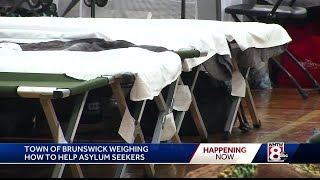 Town of Brunswick discusses how to help asylum seekers