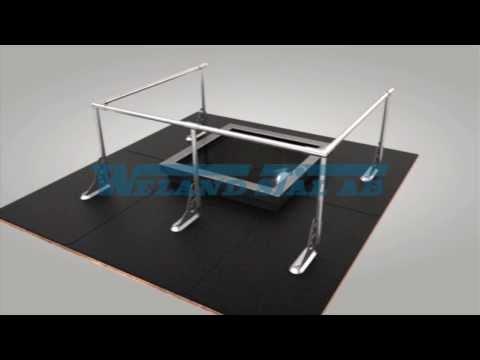 Skyddsräcke på tak och fäste för tätskikt med förhöjd tätplåt