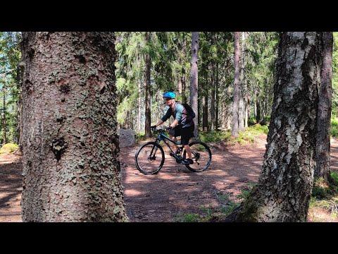 Velogi-videobloggarin pyöräilyvideo Korkeakankaan maastoreiteistä, lyhyt versio videosta