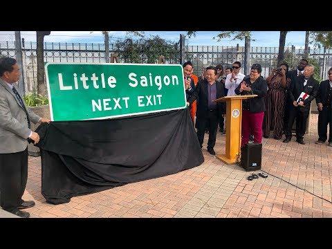 Xa lộ 15 ở San Diego có bảng chỉ dẫn vào Little Saigon