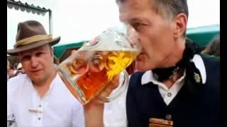 Beschwerde im Servicebereich auf dem Oktoberfest - Typisch Münchner (Video: Gerd Bruckner)