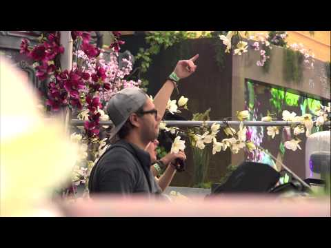 Cazzette at Tomorrowland 2012 - UCsN8M73DMWa8SPp5o_0IAQQ
