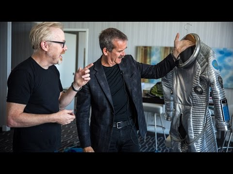 Adam Savage Incognito at Comic-Con 2015 (with Astronaut Chris Hadfield!) - UCiDJtJKMICpb9B1qf7qjEOA