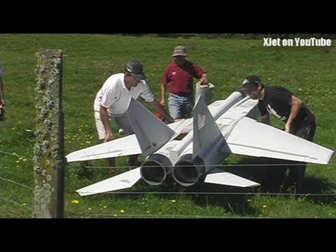 MIG 25 engine failure on takeoff (huge twin jet-powered RC model plane) - UCQ2sg7vS7JkxKwtZuFZzn-g