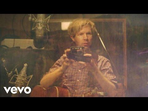 Beck - Country Down (Lyric Video) - UCXyrZim8CaYWYzR81FK7Opw