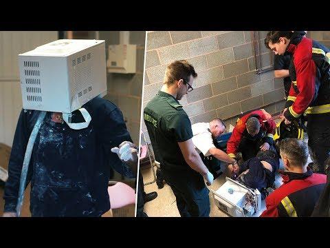 Kafasını Mikrodalga Fırına Sokup İçine Çimento Döken Adam Ölmek Üzereyken Kurtarıldı