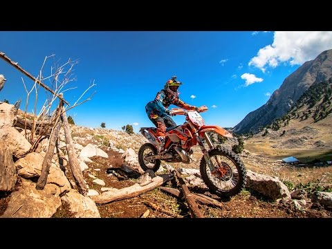 Enduro Racing Into the Sky - Day 3 Recap - Red Bull Sea to Sky - UC0mJA1lqKjB4Qaaa2PNf0zg