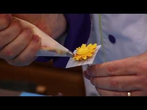 How to Make Buttercream Flowers and Borders with Petal and Leaf Tips  | Global Sugar Art