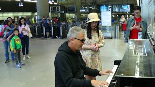 Amazing Piano Improvisations Impress The Chinese