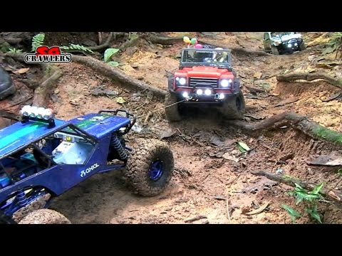 RC trucks Axial SCX10 6x6 Recovery Dingo Honcho Wraith at Durian Loop Trails - UCfrs2WW2Qb0bvlD2RmKKsyw