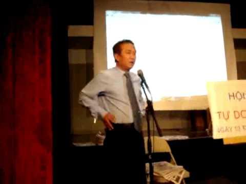 Phóng viên Đoàn Trọng phát biểu tại buổi hội thảo Tự Do Báo Chí