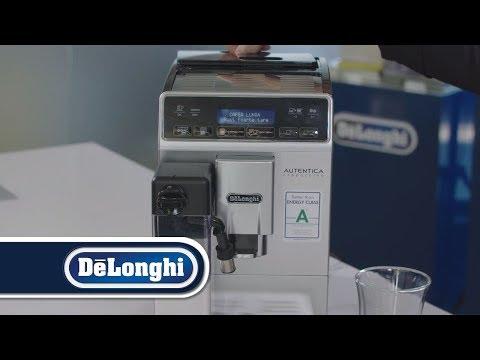 Barista Vlad Ștefănescu prezintă  espressorul superautomat Autentica