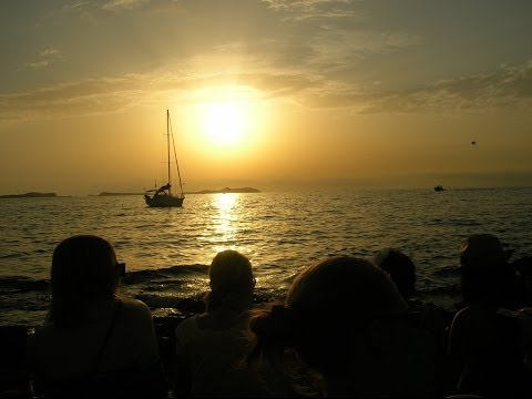 Sunset @ Cafe del Mar Ibiza - A Beautiful Chillout & Lounge Mix 2014 - UCtNSeEEX9HTE-fW_u1aDG7g