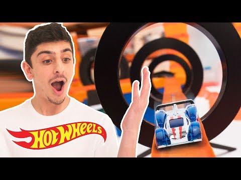 TANNER FOX VS FAZE RUG EPIC BATTLE OF THE TRACKS! | Hot Wheels Unlimited | Hot Wheels