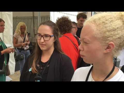 Knattereporter Filippa intervjuar Isabella Lövin