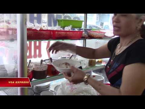 Cơm hến – món ăn đậm đà hương vị xứ Huế (VOA)