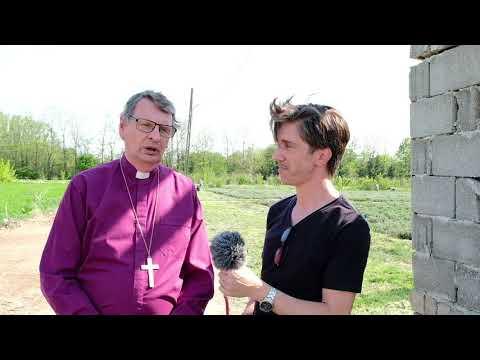Biskop Per intervjuas under sitt besök i Roman
