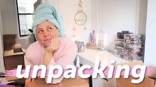 Unpacking boxes & Setting up my NEW ROOM! | NYC Moving vlog