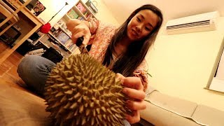 Japanese girl tries Mysterious Durian from Bangkok