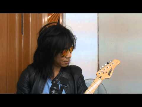 Entertainment News - Membuat Signature Gitar Sendiri