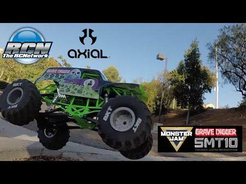 Axial SMT10 Running Video!  Monster Jam Grave Digger 1/10th Scale - UCSc5QwDdWvPL-j0juK06pQw