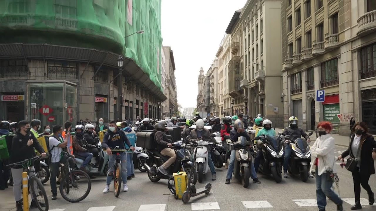 Spain adopts law to protect 'gig' delivery workers