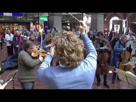 Flash mob at Copenhagen Central Station. Copenhagen Phil playing Ravel's Bolero. - UC1HCnpV7sB5nFyJk63FX81A