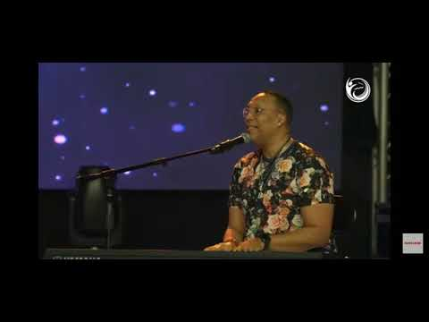 Kevin Bond (Multi-Grammy Award Winning Producer) sings and plays at The Elevation Church