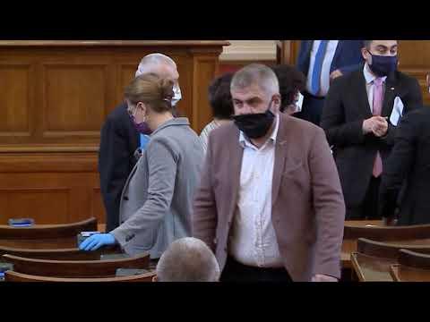 Депутатите в лют спор за размера на заплатите си