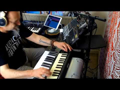 CUBASIS Playing the Arturia MINIBRUTE & 2 Midi Keys Playing KRONECKER & POISON 202