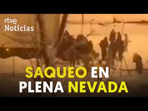 MADRID: DESVALIJAN un CAMIÓN con 20 toneladas de COMIDA en plena NEVADA | RTVE Noticias