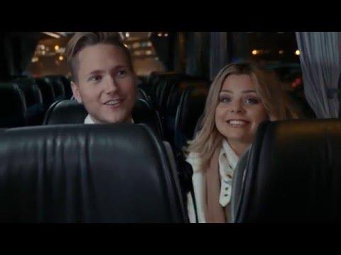 Viktor Frisk och Sarah Tjulander överraskar sina fans med julklappar