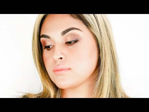 Pretty Persuasion Holiday Makeup Tutorial | glo minerals