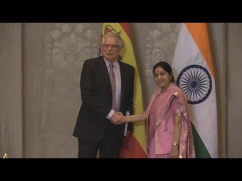Borrell apuesta por potenciar relaciones con India en apoyo de las empresas