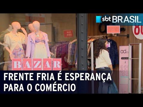 Comerciantes apostam em frente fria para alavancar venda de roupas   SBT Brasil (17/07/21)