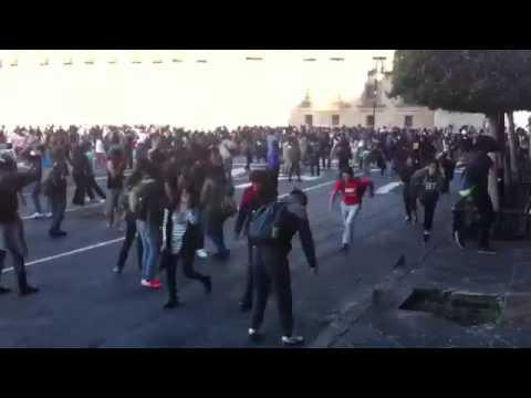 2 de octubre, enfrentamiento entre policías y encapuchados