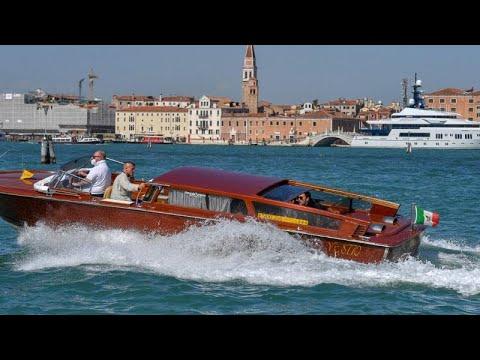 Menekülnek a velenceiek a turisták elől
