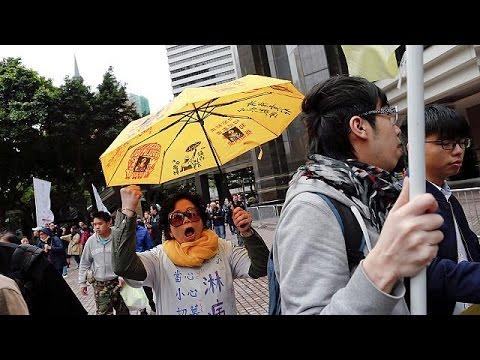 Hong Kong : des opposants pro-démocratie inculpés