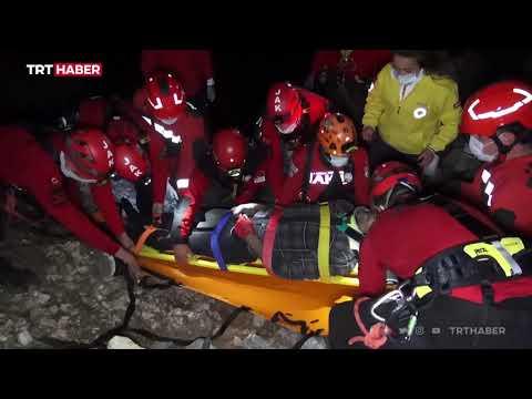 Kayalıklardan düşen kişi 4 saatte kurtarıldı