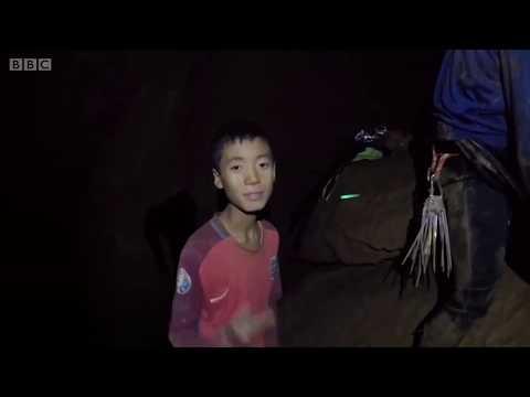 Hành trình ra khỏi hang Tham Luang của đội bóng Thái